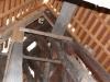 Dachstuhl von innen mit erneuerten Teilen